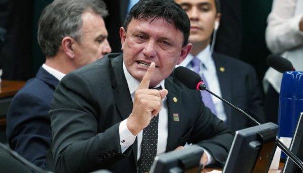 Na CCJ, deputado bolsonarista assume assassinatos e ataca deputadas do PSOL e do PT